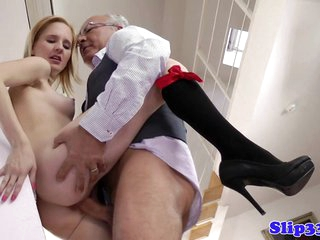 Comme ci schoolgirl pounded apart from old beggar