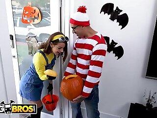 BANGBROS - Teen Evelin Stone Gets Bruno Dickemz's Dick At hand A Pumpkin